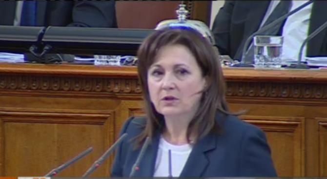 БСП към Бъчварова: Шапка с логото на БПС не е бурка, за да се налага да бъде сваляна
