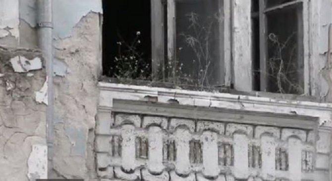 Къща, обявена за архитектурно наследство, се руши