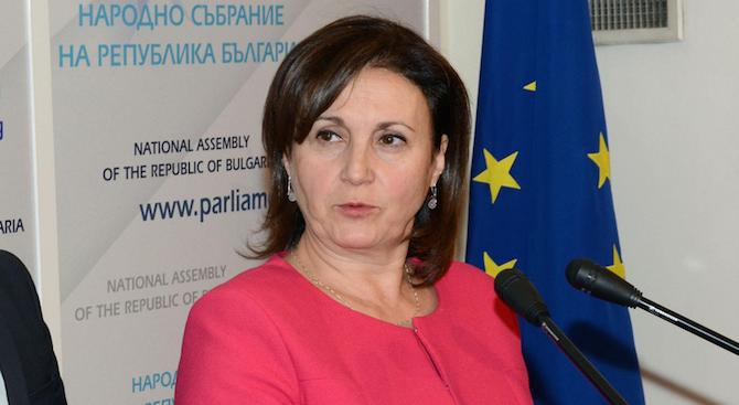 Бъчварова: Имаме една стратегия за първия тур на президентските избори, друга - за втория