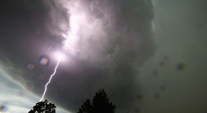 Гръмотевични бури в няколко града (видео)