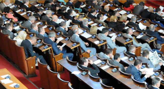 НС ще заседава до приемането на промените в Закона за МВР, после ги чака 3 часа парламентарен контро