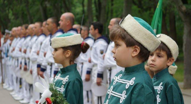 Варненци се поклониха на героите (снимки)