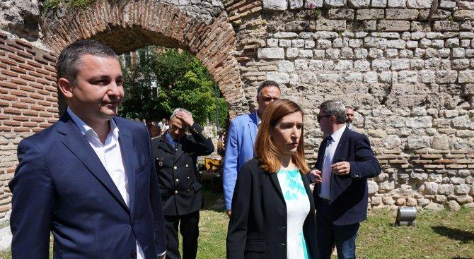 Активно се работи по промените в Закона за туризма, увери Николина Ангелкова