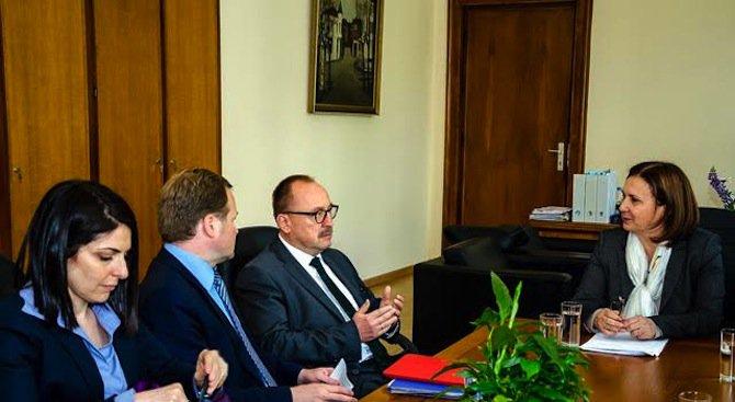 Бъчварова разговаря с представители на ПАСЕ