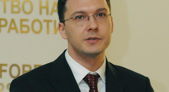 Даниел Митов заминава на работно посещение в Полша