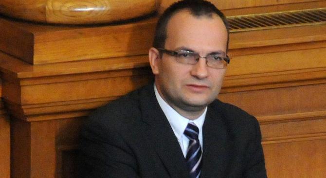 Депутати предлагат проект на решение, с което канят Цацаров в парламента