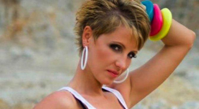 Джина Стоева се пусна чисто гола в интернет (снимка 18+)