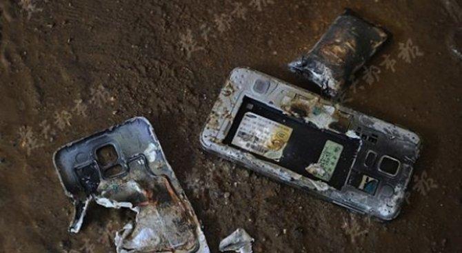 Мъж се разсъблече по средата на улицата заради взривил се в джоба му смартфон (снимка)