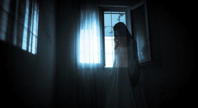 Съдебна заседателка си говори с призраци, казали й кои са убийците