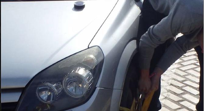 Шофьор плати глобата си със стотинки и нарита служебна кола на ЦГМ