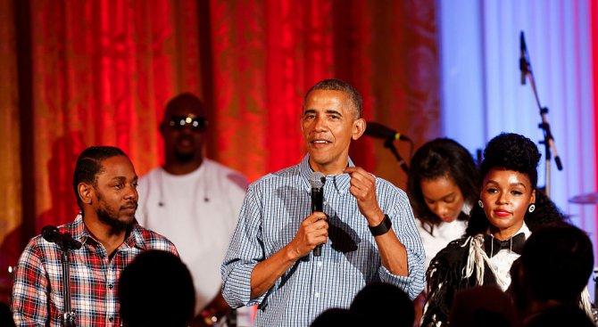 """Обама изпя """"Честит рожден ден!"""" на дъщеря си в Белия дом (снимки+видео)"""