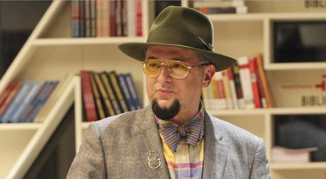 Евгени Минчев: Азис търси мъжка визия с подчертан бюст и дънки като на Есил Дюран