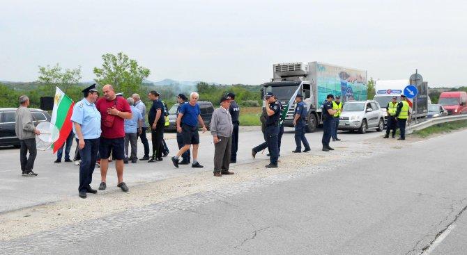 Жителите на Гара Елин Пелин блокираха пътя за София