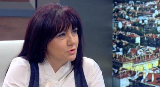 Караянчева за БСП: Поели са курс на въоръжена борба, но тичат след събитието