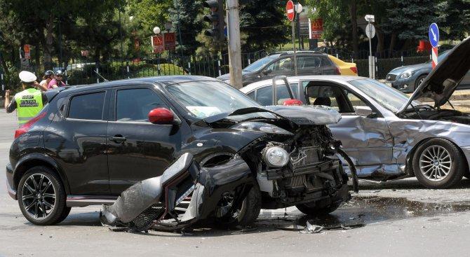 Катастрофа на кръстовището зад НДК (снимки)