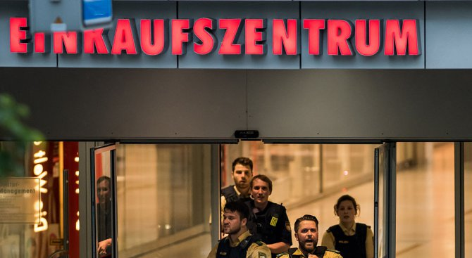 Полицията продължава да търси мотив за кървавото нападение в Мюнхен