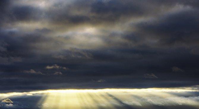 Променлива облачност и умерен вятър