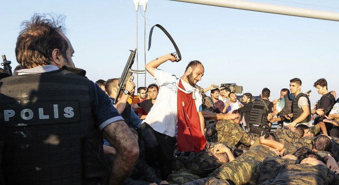 Турция ще задържа до 30 дни заподозрени за съучастие в опита за преврат