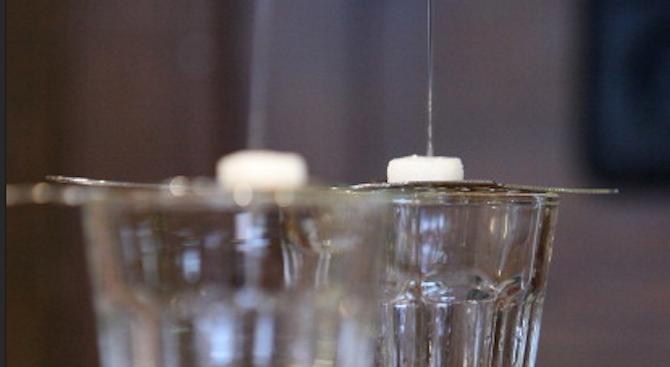 Машина превръща урината в питейна вода