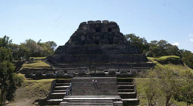 Археолози откриха една от най-големите гробници на маите