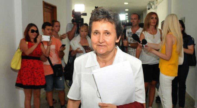 Обвиненият за трафик на бежанци Григор се скри от съда (снимки)