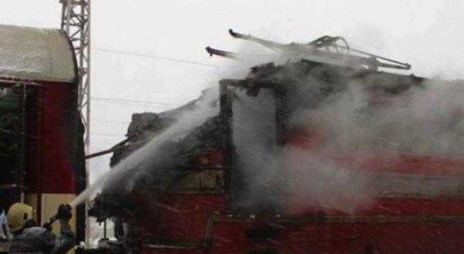 Влак се подпали в движение в Украйна (видео)