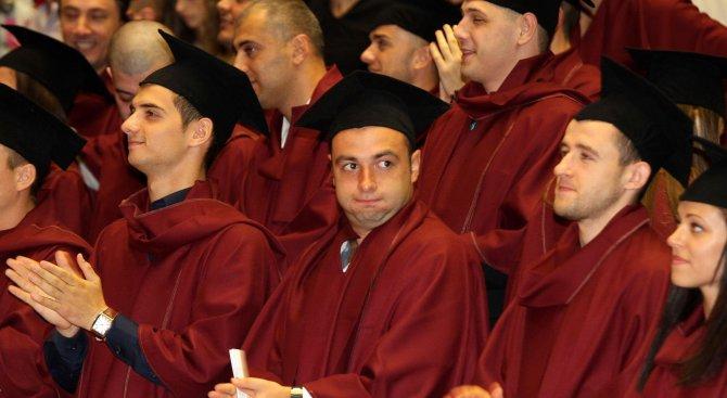 Българите престават да учат на 35 години