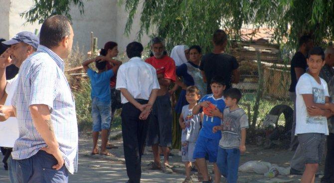 Искат изселване на цяла ромска фамилия от Роман