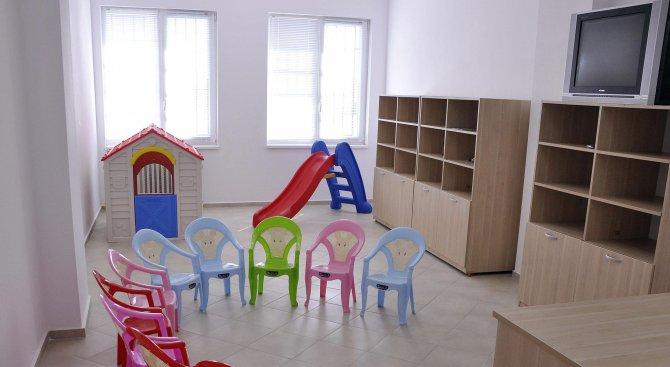 Местят 100 деца от детска градина във Варна заради напукани стени