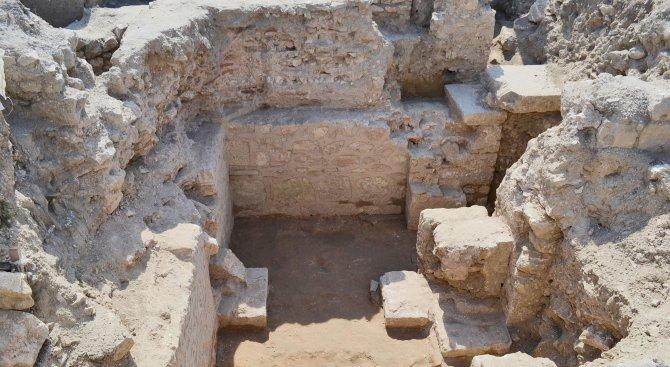 Откриха раннохристиянска крипта с мощи на мъченици (снимки)