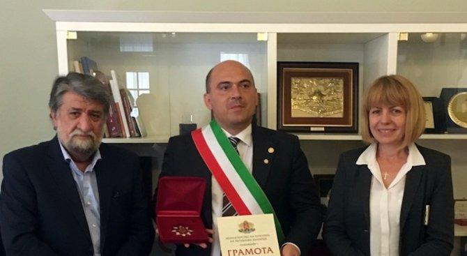 """Рашидов връчи """"Златен век"""" на италиански кмет (снимки)"""