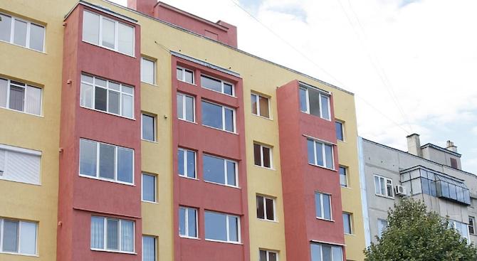 Първият саниран жилищен блок в Пазарджик бе открит официално
