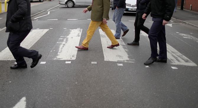 Шофьор се опита да прегази хора на пешеходна пътека