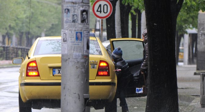 Таксиджиите в Бургас готвят протест заради високия данък