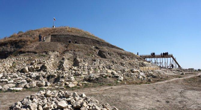 Злато от 6500 години преди Новата Ера откриха археолози край Провадия (снимки)
