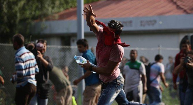 Имигранти се биха в Белград и блокираха движението в града (видео)