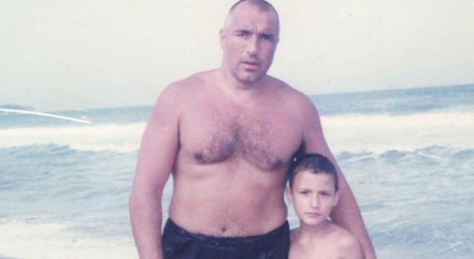 Сестра на убит на пътя младеж: Г-н Борисов, помните ли детето от снимката? (снимки)