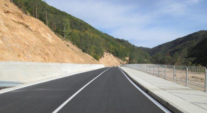 Смолянчани карат по нов асфалт (снимки)