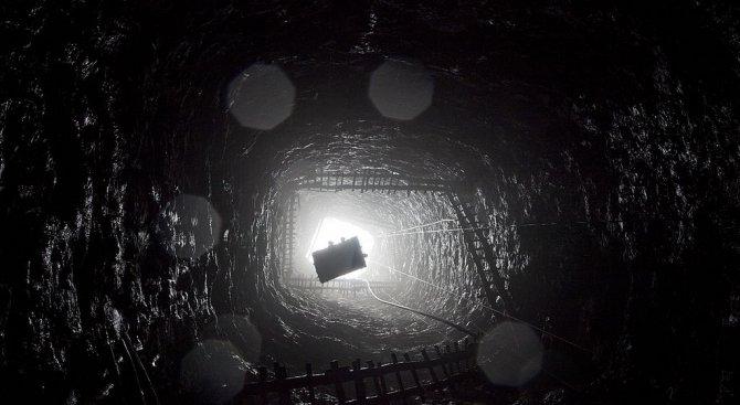 Плашат със съд протестиращите миньори (обновена+видео)