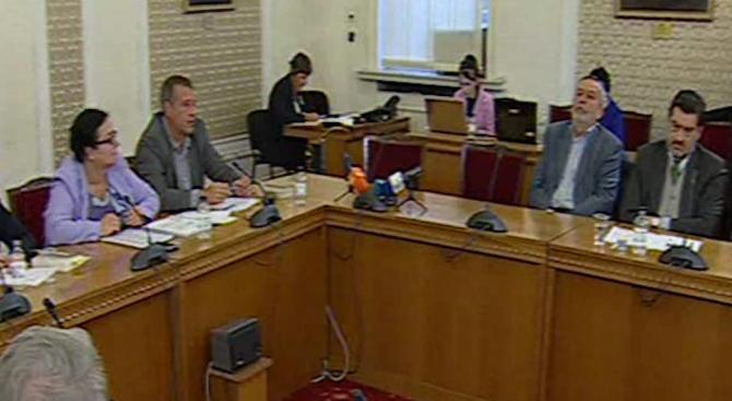 Обвинения в парламента кой купува гласове, ДПС и РБ на нож