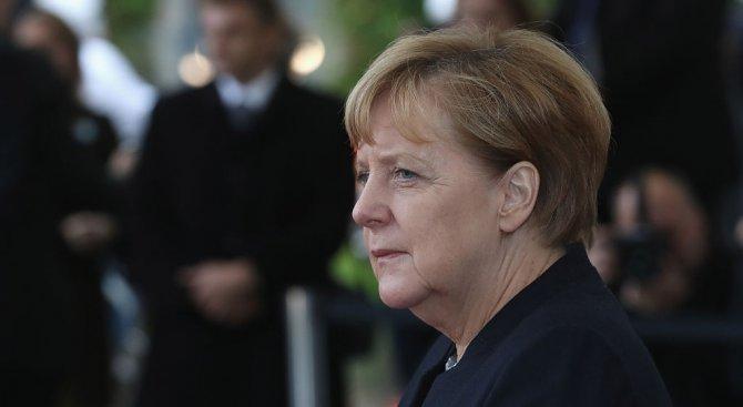 Австрийски десен политик: Меркел е най-опасната жена в Европа