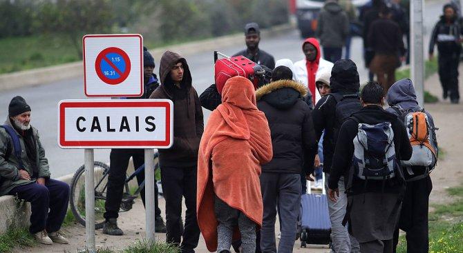Лондон ще вложи до 40 милиона евро, за да запази граничните си проверки в Кале