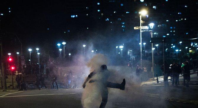 17 ранени след протести в Чили