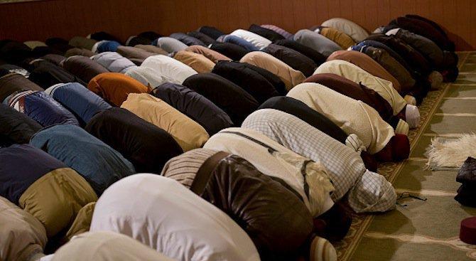 Франция затваря още четири джамии