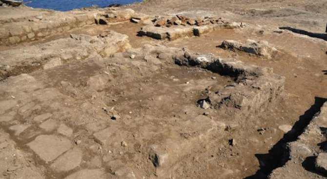 Археолози смятат, че са открили останките на бащата на Гоген