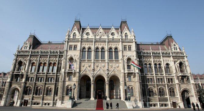 Унгарските крайнодесни депутати одобриха евроквотите за бежанците