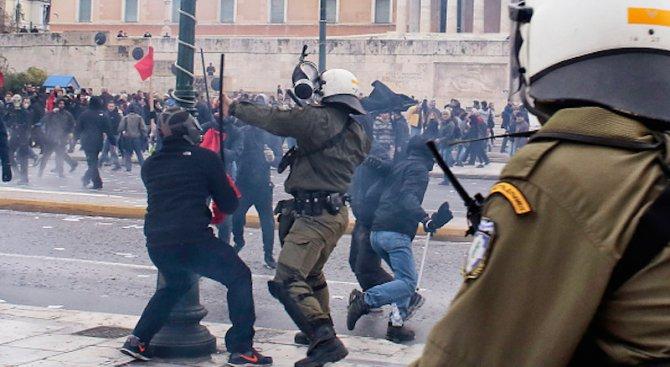 Безредици и сблъсъци в Атина