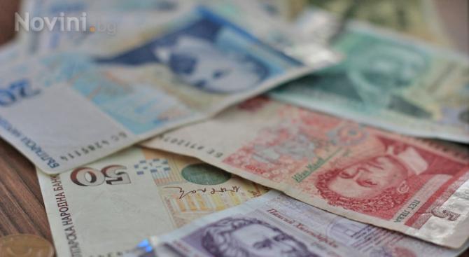 Изплащат коледната добавка към ниските пенсии заедно с парите за декември