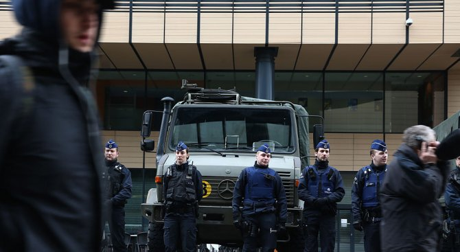 Военни и полицаи се биха в Брюксел (видео)