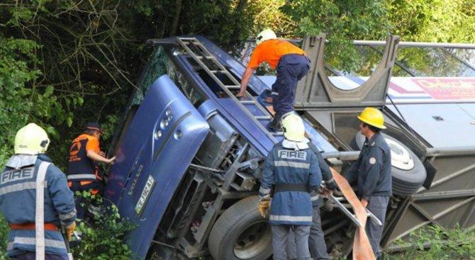 17 души загинаха след автобусна катастрофа